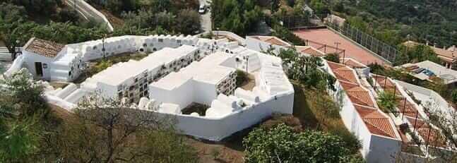 El cementerio de Sayalonga -EL ÚNICO CEMENTERIO REDONDO DE ESPAÑA RESPONDE A LA SIMBOLOGÍA MASÓNICA-